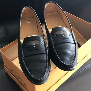 Tod's black leather driving shoe